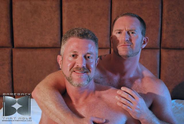 porn_addicted_bear_Adam_Faust_and_Rex_Gravis_01.jpg