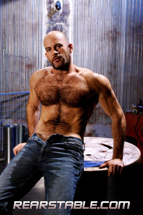 porn_addicted_bear_Aaron_Action_01.jpg