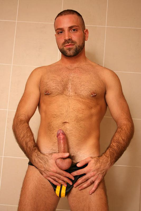 porn_addicted_bear_andro_de_luca_01.jpg