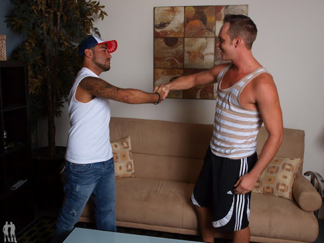 porn_addicted_bear_Nicko_Morales_and_Devin_Adams_01.jpg
