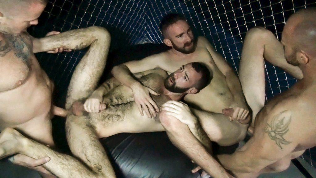 Horny Guards break in New Prisoners 06