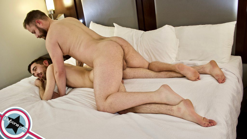 Aaron Burke Fucks Jared Gryphon Raw 07