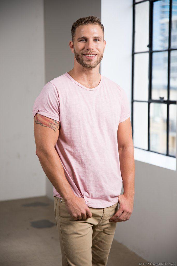 Sexy Guy Taylor Briggs Shows Off 01