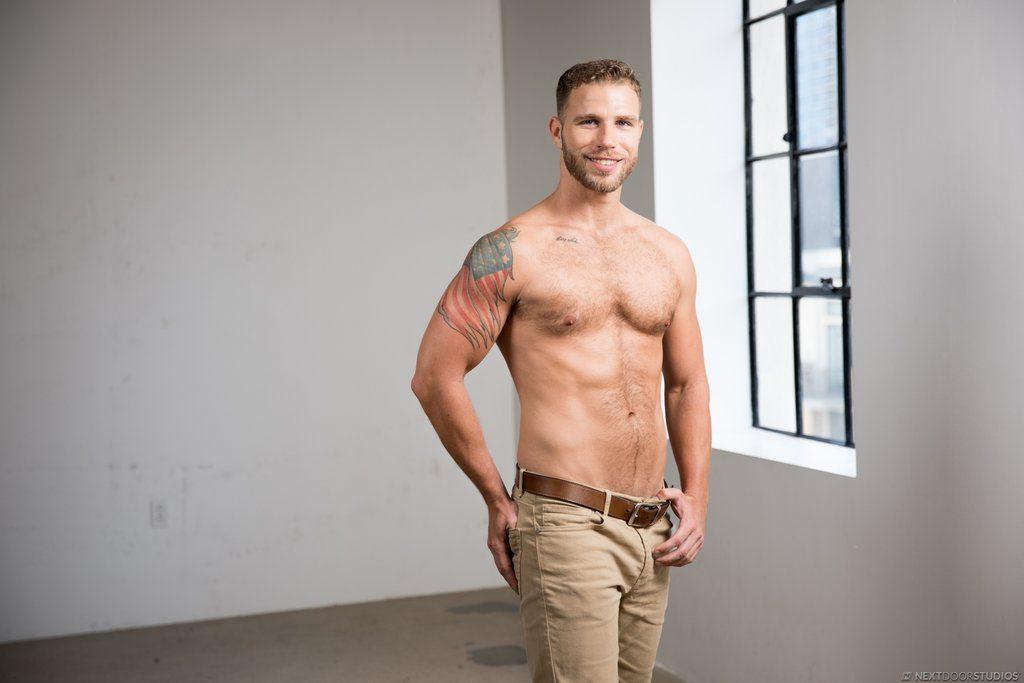 Sexy Guy Taylor Briggs Shows Off 02