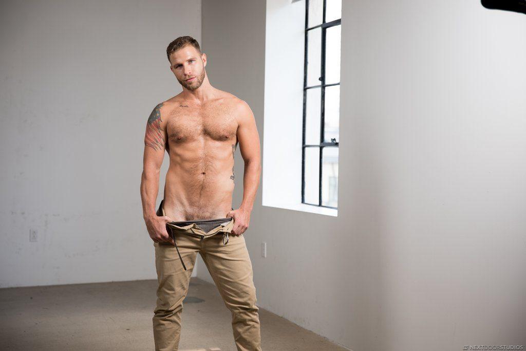 Sexy Guy Taylor Briggs Shows Off 04