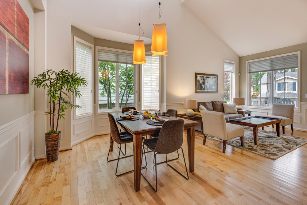 Decorating a Contemporary Dining Room