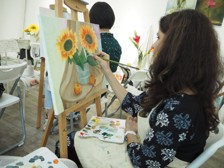 oil painting class singapore at visual arts centre provides all art materials