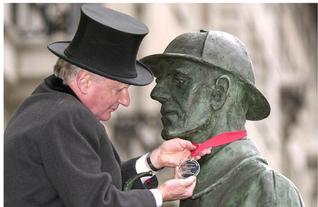 SH Statue gets medal