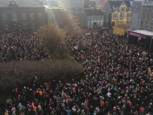 women-iceland-protest-twitter-1