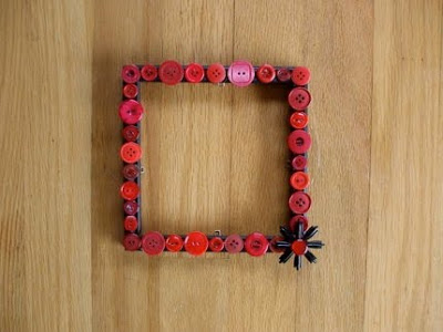 DIY recycled decor - button picture frame