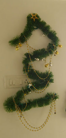 Tutorial on how to create Christmas Tree on the wall
