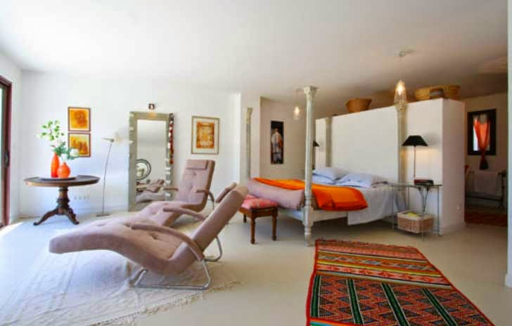 orange accesorries in french holiday home