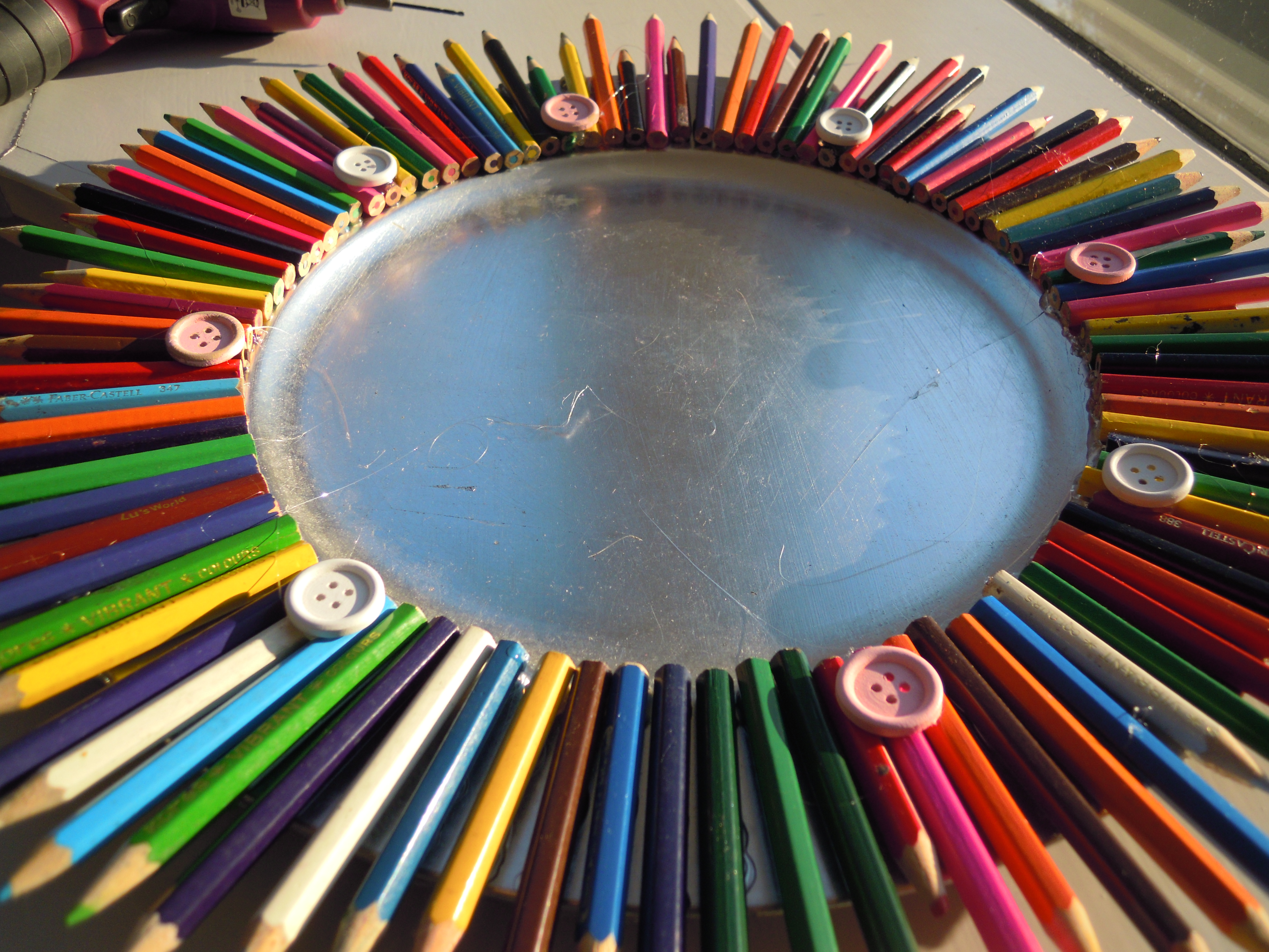 DIY: Wall art with Discarded Color Pencils