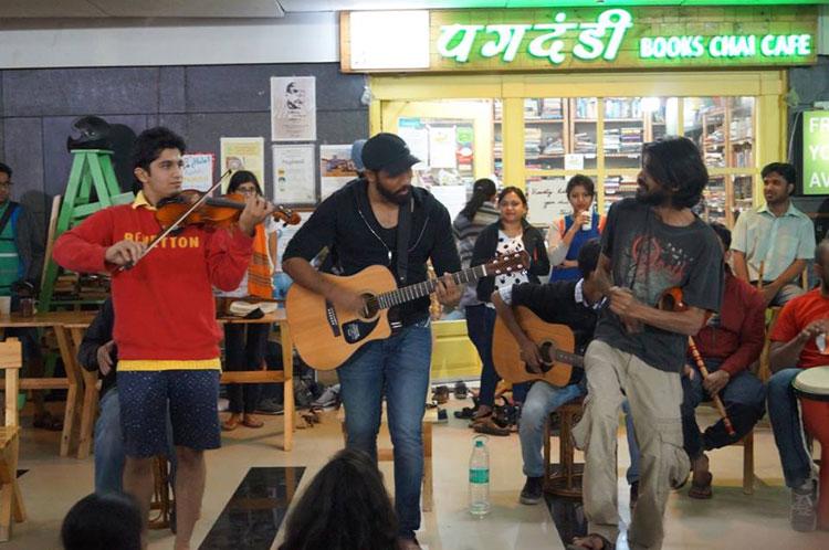 night music jamming event