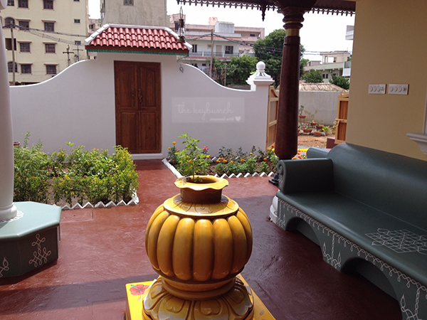 the courtyard is beautiful and tulsi in the middle | Home built in Old Style | theKeybunch decor
