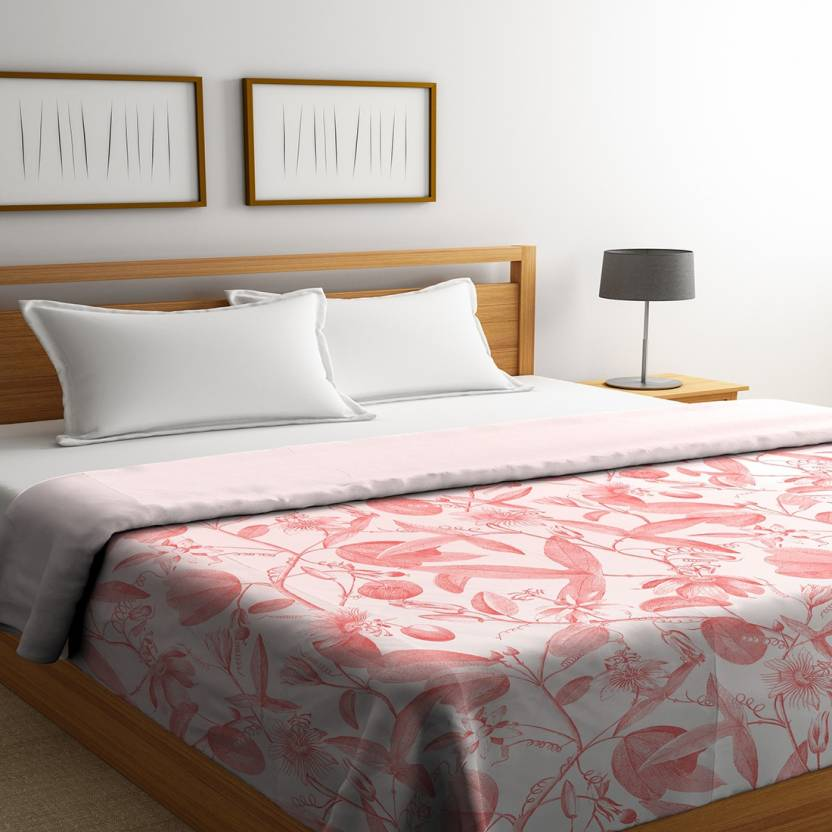 Cotton double bed comforter printed in coral color