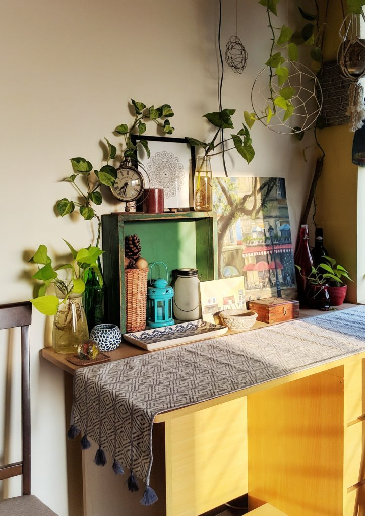 Jayati and Manali share their home tour as the science home décor - A classic example of eclecticism. Wood, ceramics, stone, metal, cane, a juxtaposition of ethnic and contemporary elements