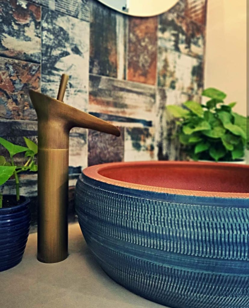 Home style Tour with Rajni in Hyderabad: the blue sink, vintage tap and green plants decorated by Rajni
