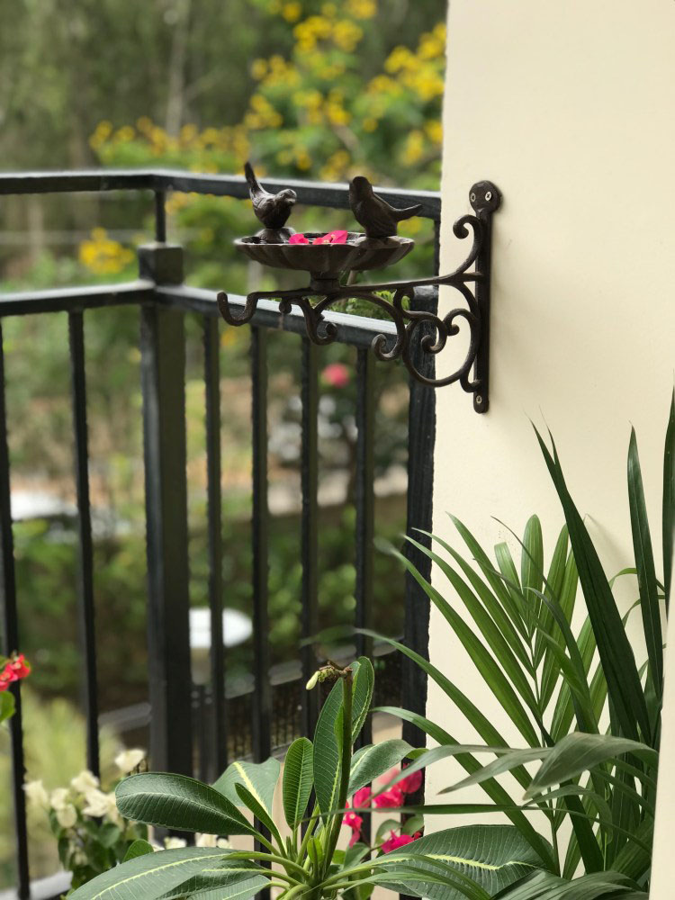 balcony decoration - cast iron bird feeder | Thekeybunch decor product