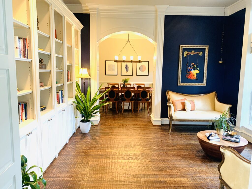ethnic reading room in Ruma's house| Ruma's Indian Home in Texas | theKeybunch decor blog