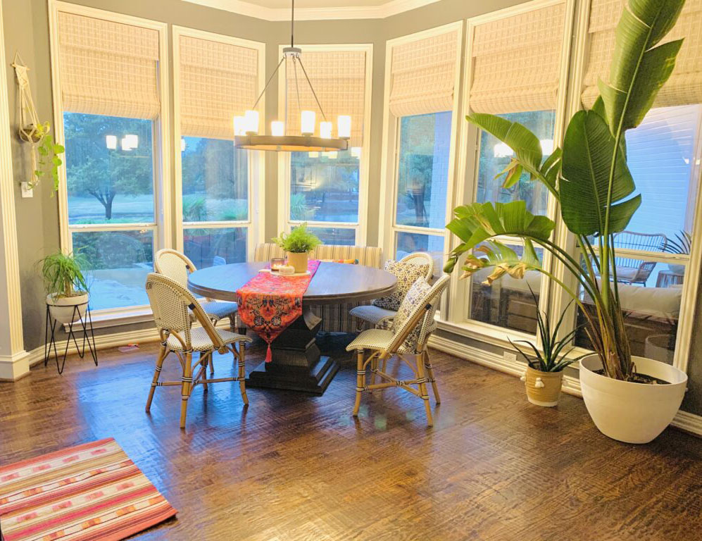 All plants from the porch are inside the breakfast nook | Ruma's Indian Home in Texas | theKeybunch decor blog
