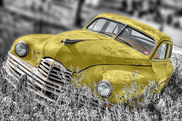 Illuminating Yellow and Ultimate Gray - Pantone® COTY21 theKeybunch decor blog