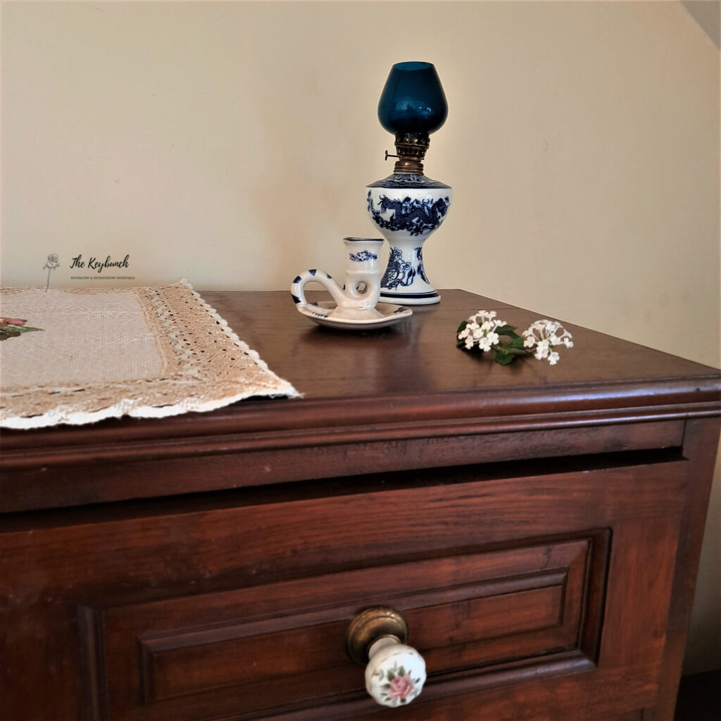 Vintage vibes at the corner of the room | What does an Interior Stylist do | Thekeybunch decor blog