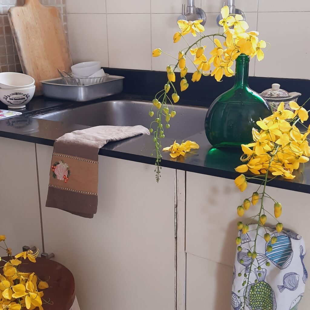 Decorate with a touch of yellow during the pandemic | the pop of yellow that brightens up the space