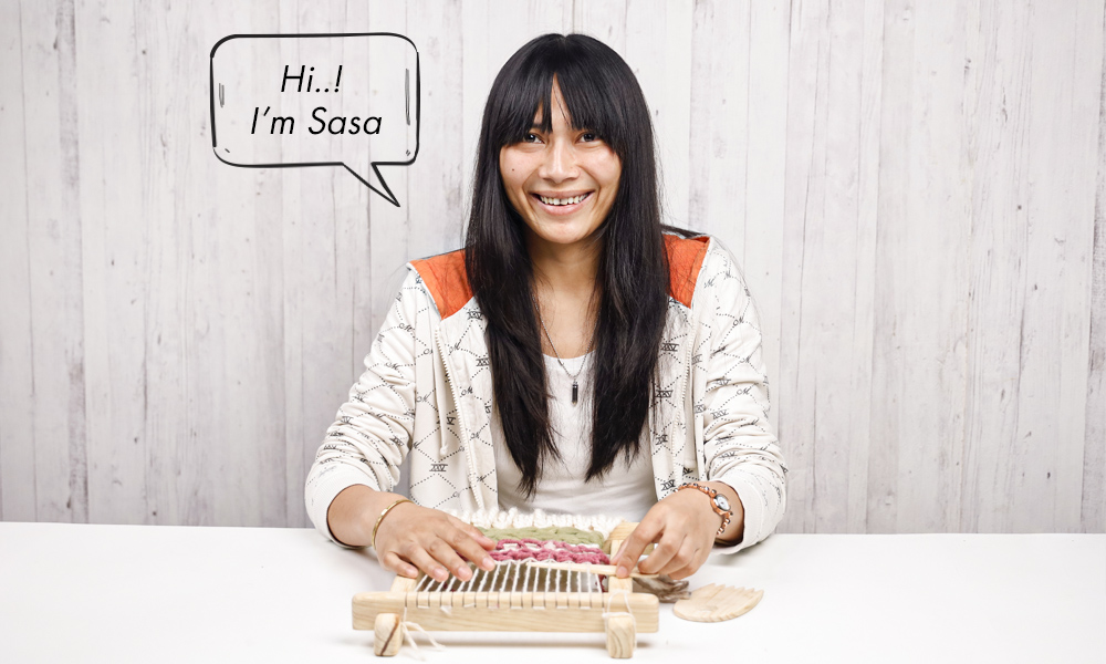 Sasa from Muezart, pic showing her hands-on on a home tapestry loom | 6 Tapestry DIYs on Muezart's home-use loom