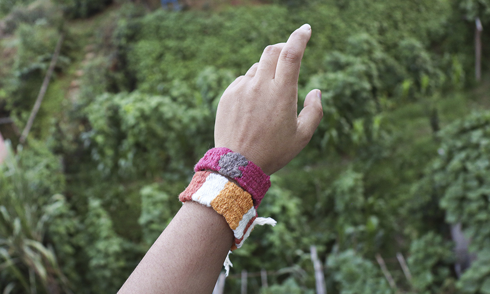 Beautiful woven wrist bands | 6 Tapestry DIYs on Muezart's home-use loom