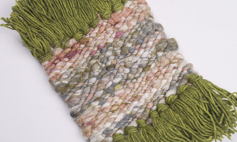 closeup of DIY coaster made with a home tapestry loom | 6 Tapestry DIYs on Muezart's home-use loom