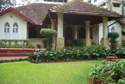 The beautiful manicured garden | Belmont House in Mangalore, India | TheKeybunch decor blog