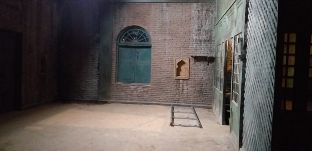 Lahore house in the movie Sardar Ka Grandson   The transition to the actual set