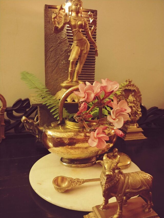 RADHIKA'S ANTIQUE-INFUSED HOME IN PUNE
