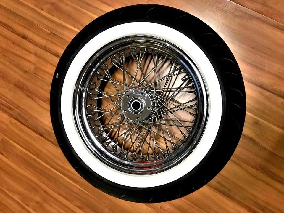 rodas 60 raios com pneu faixa branca Vee Rubber