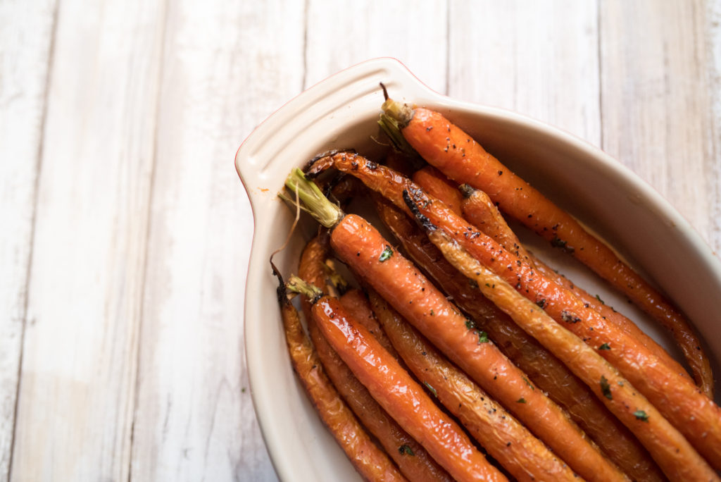 Life is busy, summer is short and we need FAST, EASY, DELICIOUS side dishes. Add the honey herb roasted carrots to your next meal!