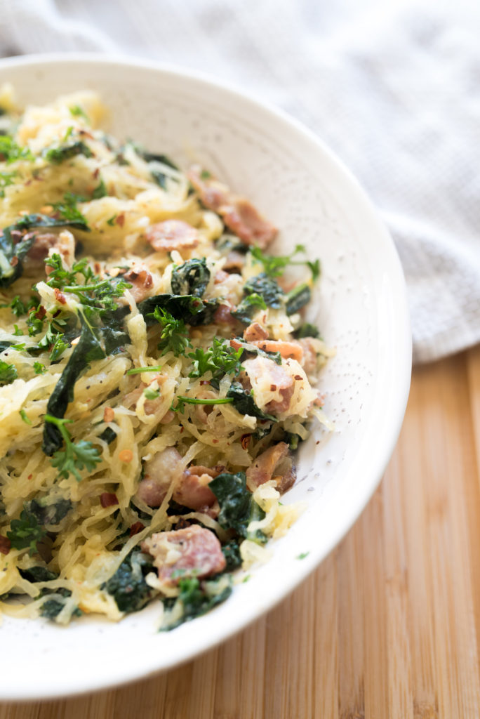 This 7 ingredients spaghetti squash carbonara comes together in less than 15 minutes and will make you smile with each bit. Simple goodness lightened up!