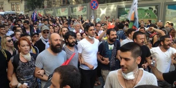 Gezi Parkı Eylemine Destek Olan Sanatçıların Başı Dertte