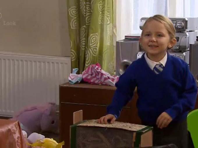 Ela May Melek Demircan, Hollyoaks, Türk Kızı İngilterede Dizi Yıldız, Leah Barnes
