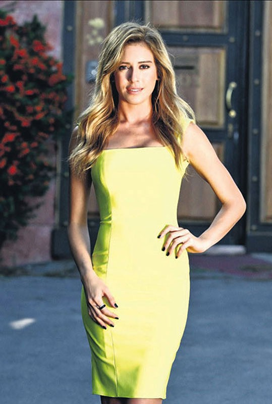 Gönül İşleri Sinem Kobal Sarı Elbise Melih Yazgan Tasarımı
