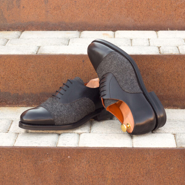 Fashionable Oxford shoes for men