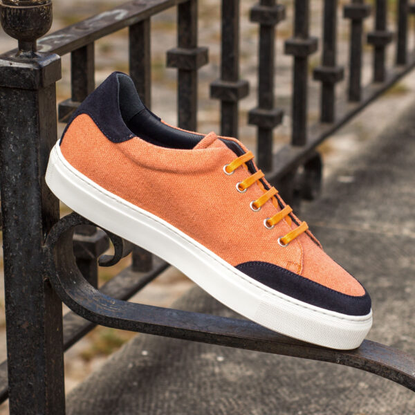 Buy tennis shoes