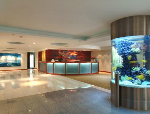 04_Lobby.-526x400 Marriott Waikiki Beach Hotel