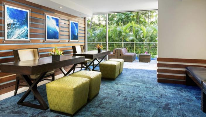 Desk-704x400 Marriott Waikiki Beach Hotel