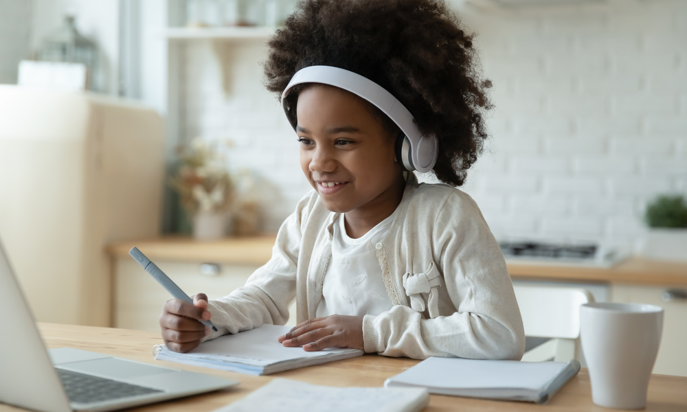 How to Balance Schoolwork and Screen Time for Children