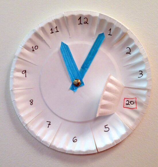 paper plate clock to aid children in how to tell time