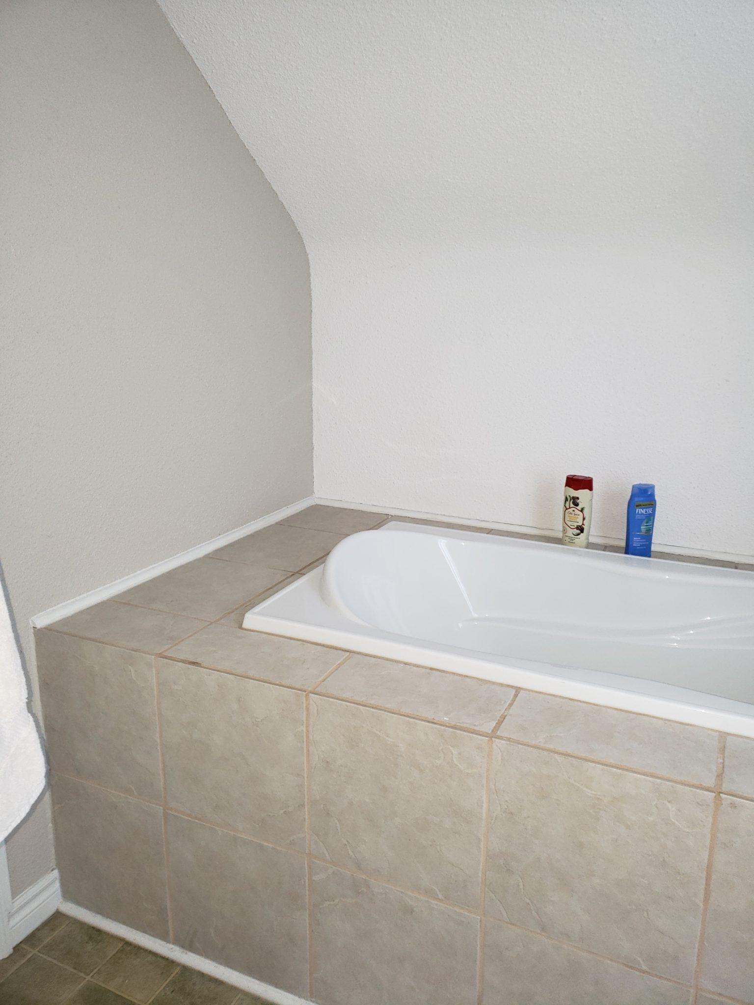 Bath area back - Before