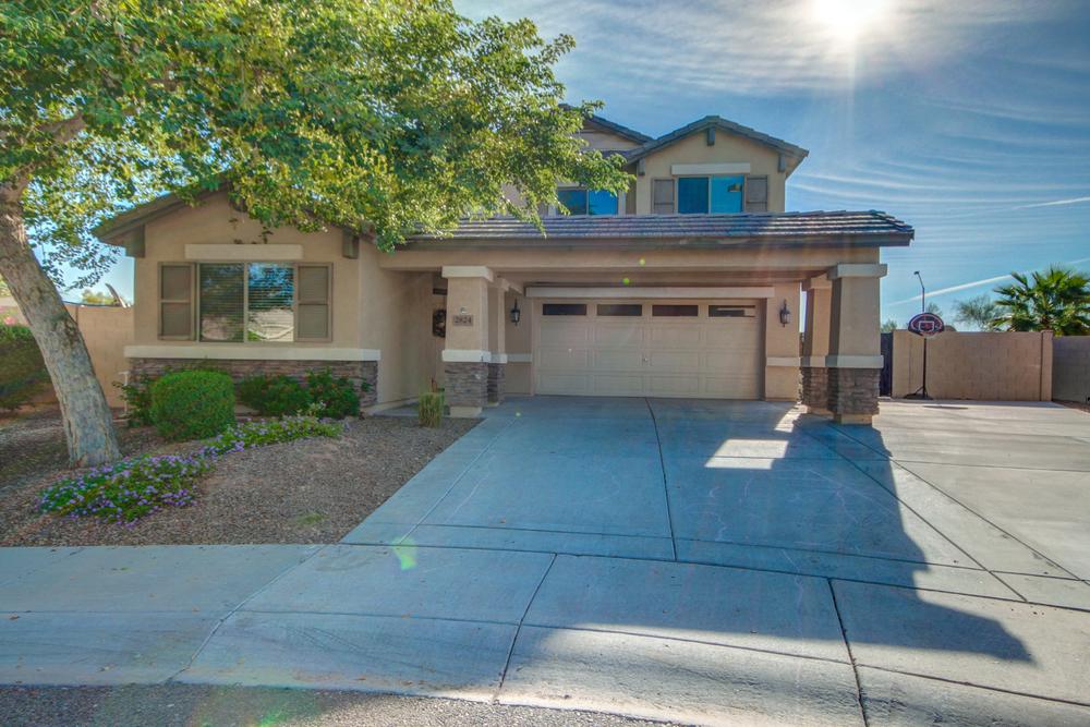 2824 E CHARLOTTE DR, Phoenix, AZ 85024