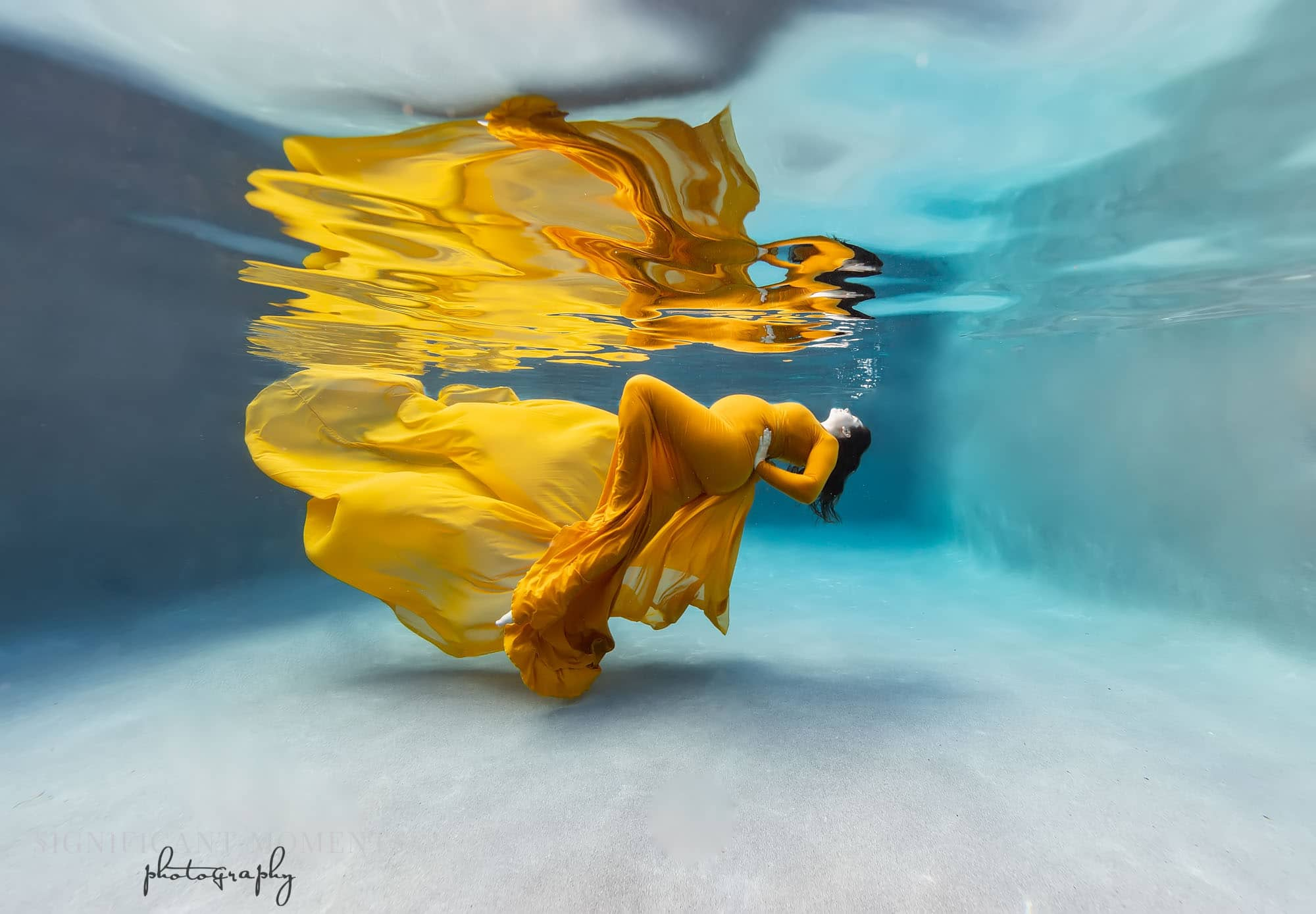 underwater maternity photography