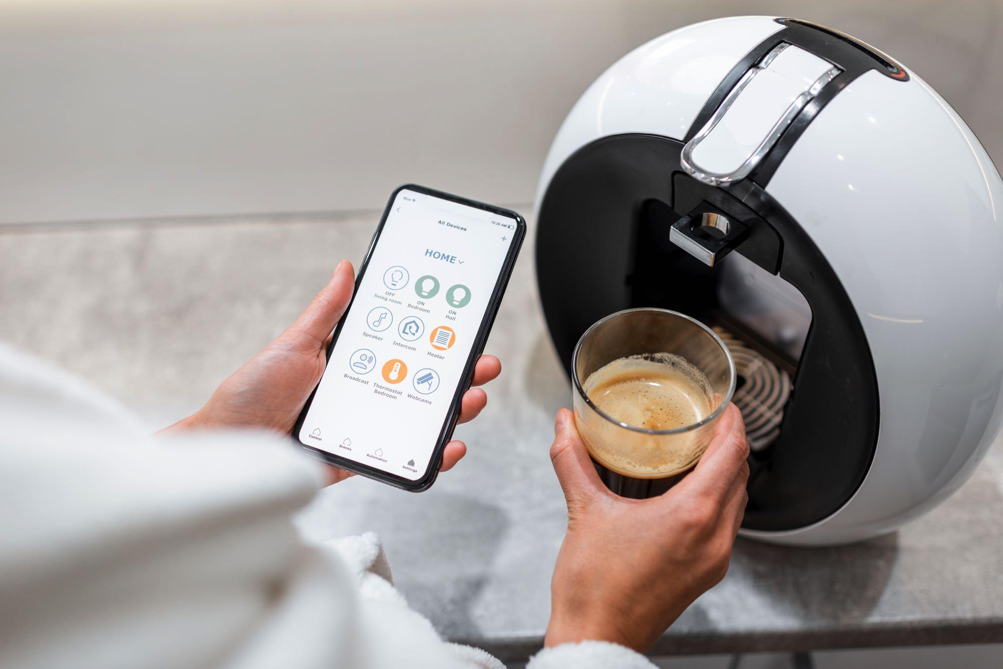 cotrolling-coffe-machine-with-a-smart-phone-XEXBWNJ.jpg